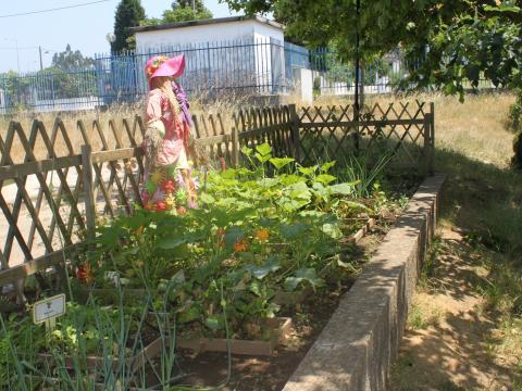 Esperemos que o guarda da horta continue a cumprir a sua função!