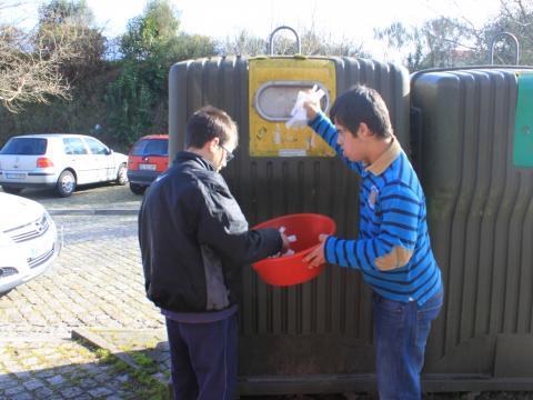 Ao levarmos o plástico a reciclar, a Terra iremos preservar!
