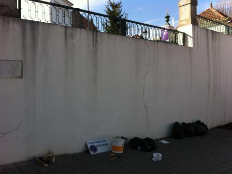Muro de sustentação da horta vertical.
