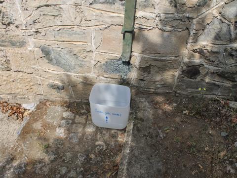 Recolha de água pluvial para rega de horta e compostor.