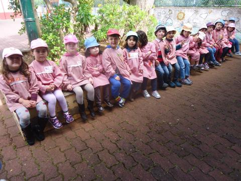 Grupo responsável pela preparação da horta - turma da pré