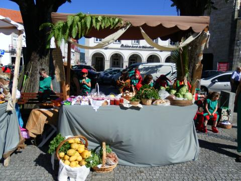 Os produtos da nossa horta na feira quinhentista.